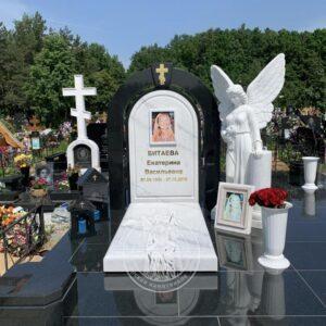 Памятник из мрамора и гранита с ангелом №196