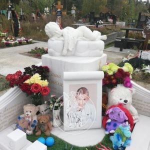 Детский Мраморный памятник с ангелочком на тучке на Лесном кладбище Киев №114