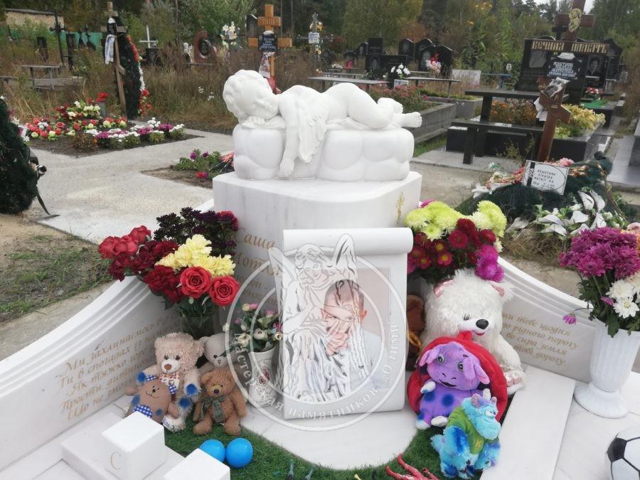 Детский памятник ангелочек на тучке Киев