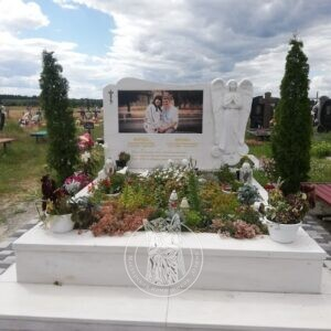 Мраморный двойной памятник с ангелом установлен на кладбище в г. Сарны в Ровенской обл. №100