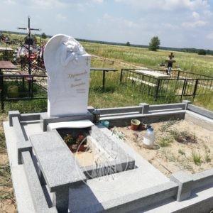 Спящий Ангел из мрамора на могилу Вышгород