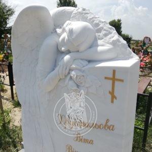 спящий ангел из белого мрамора