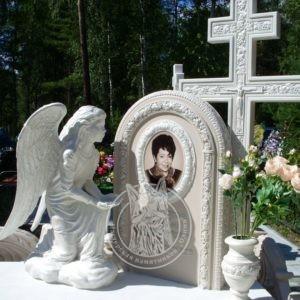 Памятник с крестом и ангелом из мрамора №191