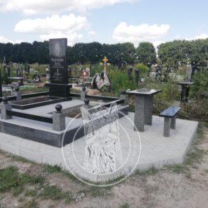 Памятник из гранита мужчине