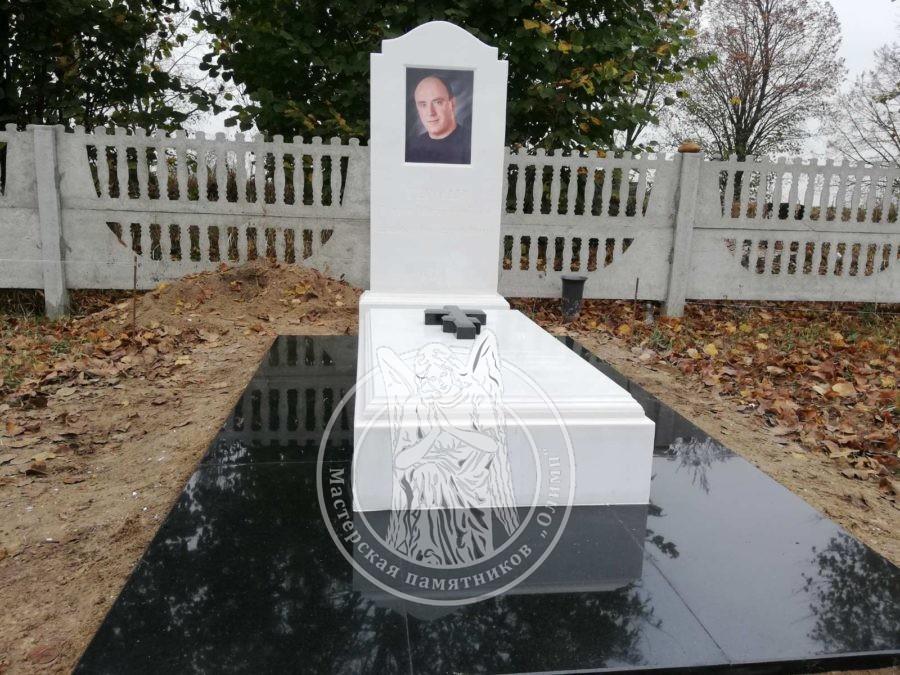 Одинарный мраморный памятник с крестом из белого мрамора и фотокерамикой