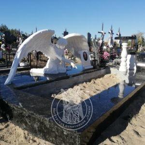 Скорбящий мраморный ангел с фотокерамикой в Ирпень