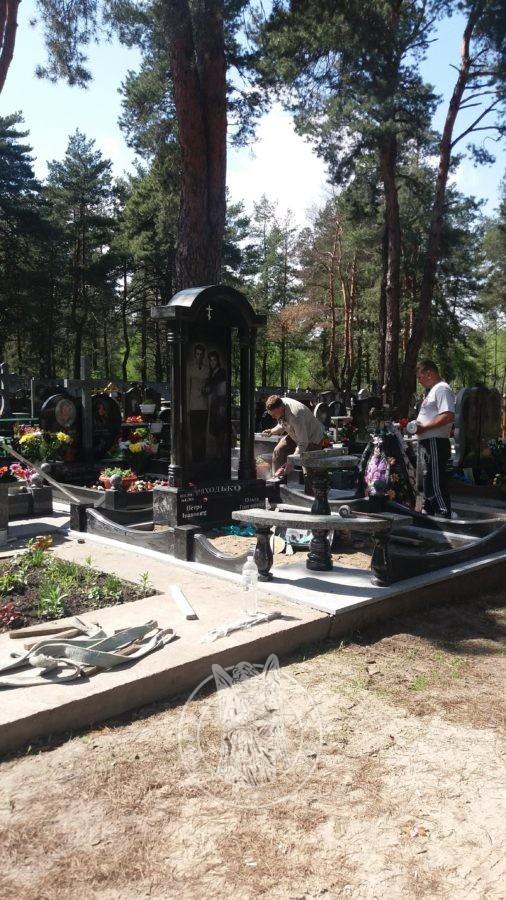 памятник из гранита на Быковне