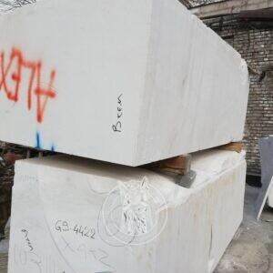 Мраморные блоки белые Кикнос (Kyknos) недорого под памятники скульптуры и т.д.