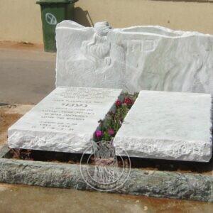 Двойной памятник с рельефом  из мрамора №193