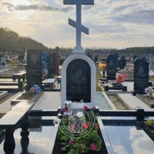 Православный  крест из мрамора установлен в г. Лубны №125