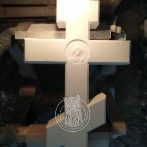 Мраморный крест срельефом