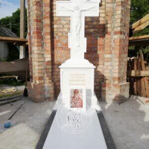 Мраморный православный крест с распятием  в Храме Всех Святых №133 в г.Бахмут  Донецкая обл