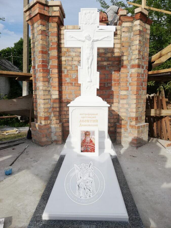 Восьмиконечный крест из мрамора