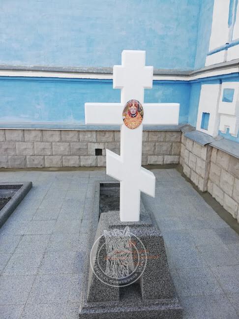 крест из мрамора на могилу
