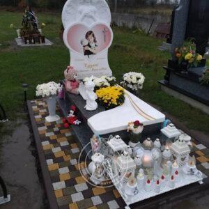 детское надгробие из мрамора и гранита