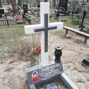 Мраморный крест с гранитной тумбой № 139 установлен в пгт. Жорновка  Фастовский район, Киевская область