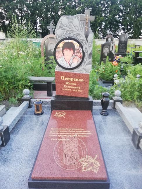 памятник с цветным фото