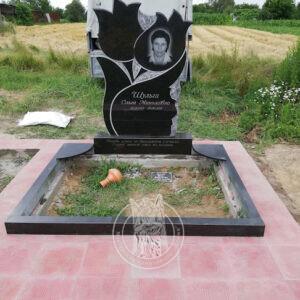 Двойное надгробие с тюльпанами  установлено в селе Калита Броварского района Киевской обл. №138