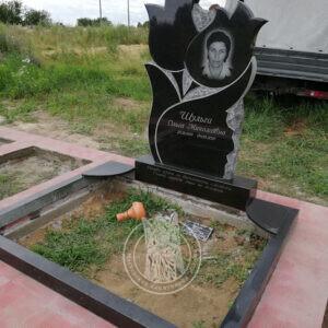 надгробие двойное с тюльпанами