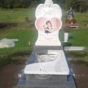 Детский памятник с ангелочком установлен в Ивано-франковской обл. Галичского района село Комаров. №141