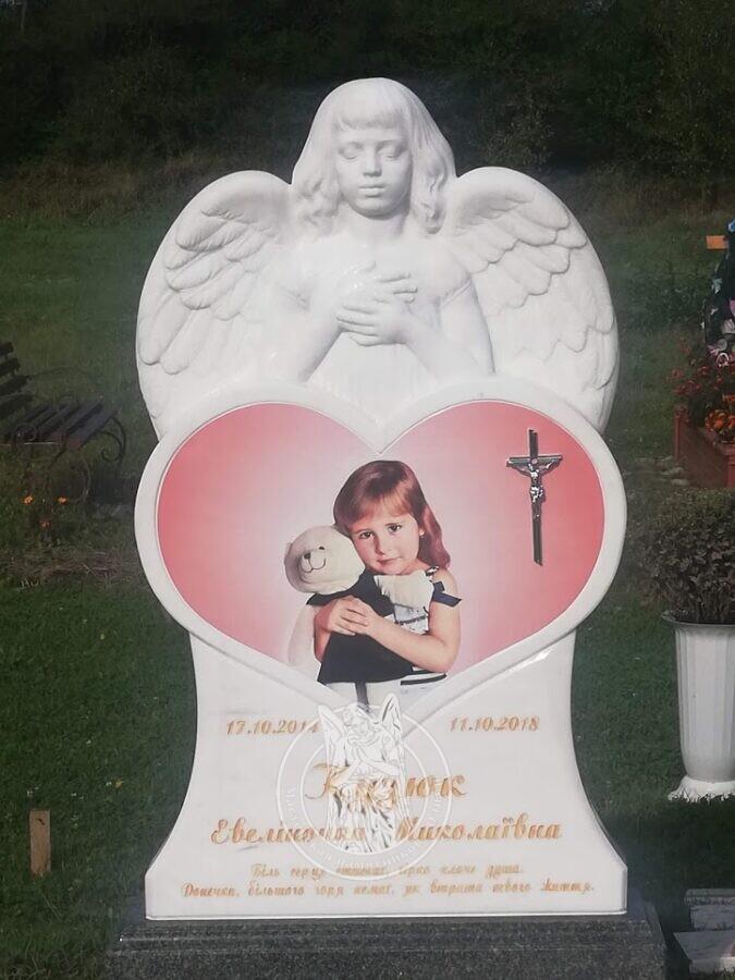 Детский памятник ангелочек с сердцем