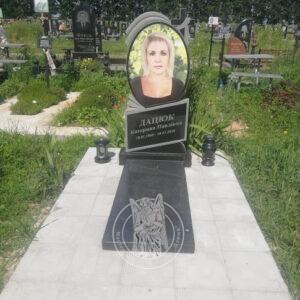Одинарный памятник из гранита с фотокерамикой №150 Установлен на новом кладбище в г.Бровары Киевской обл.