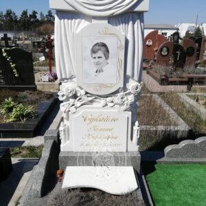 Мраморный памятник крест с полотенцем и розами № 198