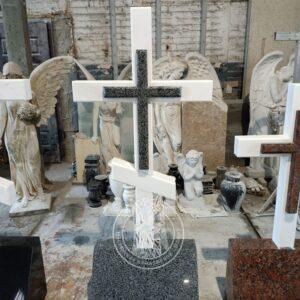 Мраморный крест с косой перемычкой КМ №2