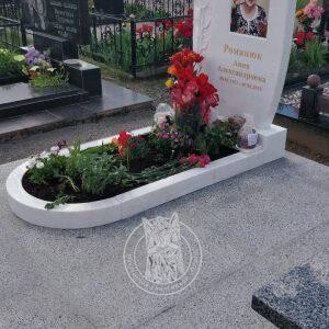 Мраморный памятник на могилу для женщины