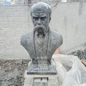 Погруддя з граніту Тарасу Шевченку №160 у м. Новодністровськ Чернівецької обл.
