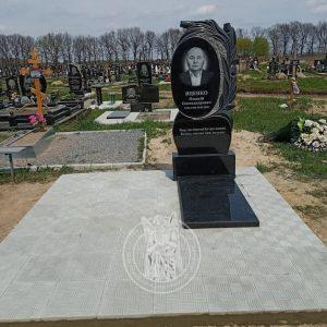 Памятник с тюльпанами из гранита №157 установлен на  новом кладбище г. Бровары