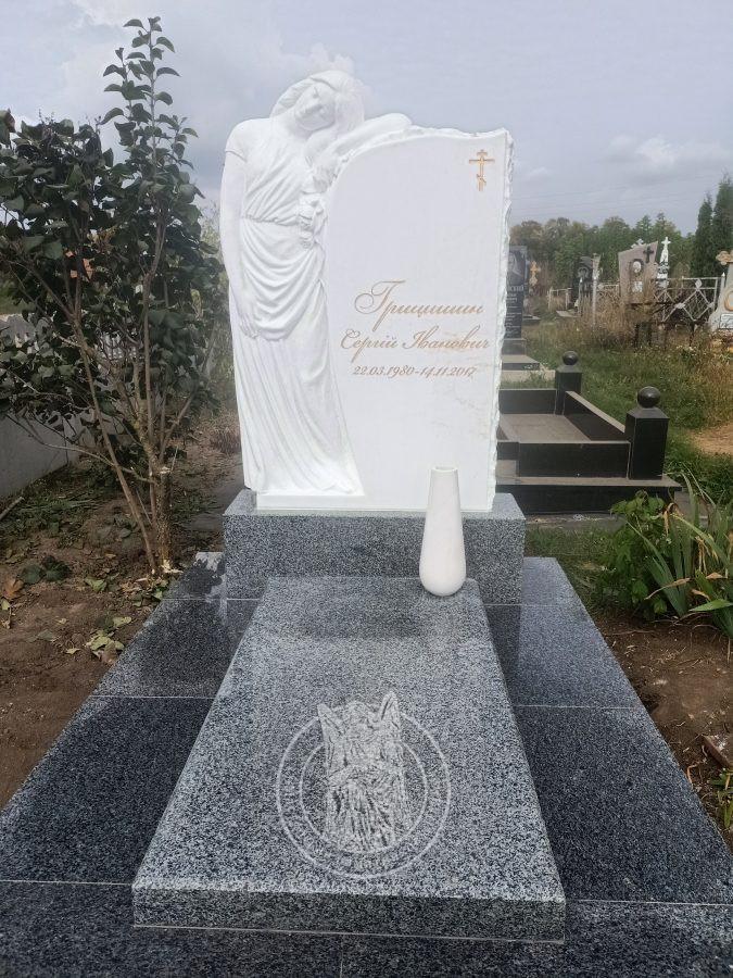 плакальщица на могилу