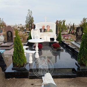 Памятник из мрамора и гранита с ангелом №165 установлен в г.Бердянске в Запорожской обл
