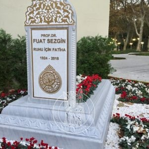 Памятник из мрамора с гранитной вставкой под надписи № 17