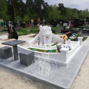 Памятник детский ангелочек на тучке
