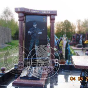 Памятник с колонами  № 145 Изготовлен и установлен бойцу АТО   на кладбище в г. Умань Цена: Уточняйте!