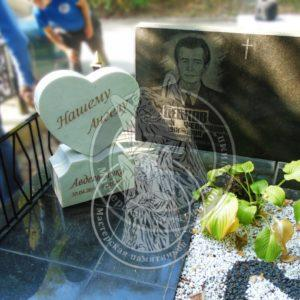 Памятник детский сердечко из белого мрамора на Берковецком кладбище №26