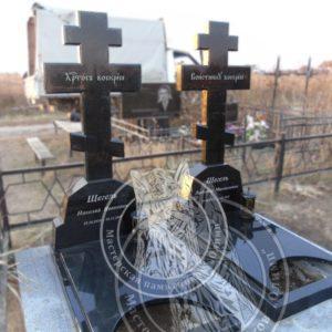 Кресты из гранита  установлены на кладбище г. Борисполь № 23