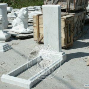 Арки, мраморные стелы, тумбы, цветники, надгробные плиты из мрамора