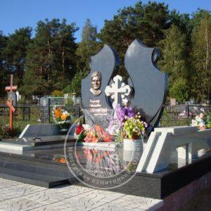 Двойное надгробие с мраморным крестом № 185