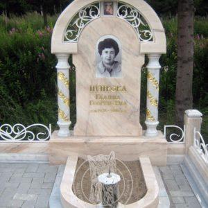 Памятник с  саянским мрамором и колоннами №96 Цену:Уточняйте!