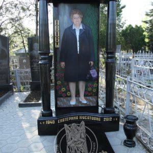 Памятник с  ростовым портретом и колоннами № 112 Цену:Уточняйте!