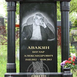надгробие с колоннами с гравированным   портретом №114 Цену:Уточняйте!