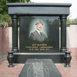 памятник из гранита с колоннами №  138 Цену:Уточняйте!