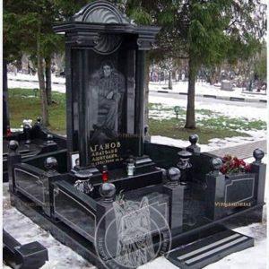 Гранитное надгробие с колоннами №11 Цену:Уточняйте!