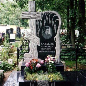Мраморный памятник  со скульптурой ангела с сердцем №83
