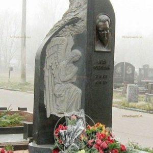 Памятник из гранита с барельефом №21