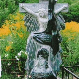Памятник из гранита  с крестом 240