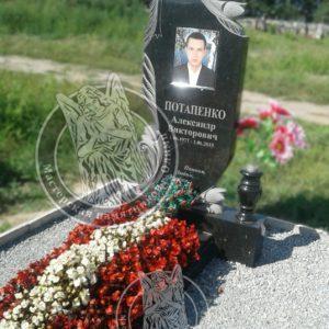 Памятник из гранита с тюльпанами и портретом на фото керамике.№13