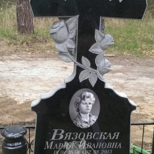 Памятник из гранита, Крест с розами № 239